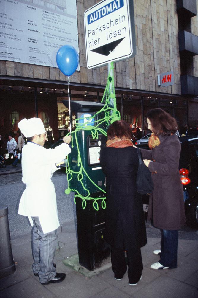 Parkscheinautomatenbegrünung, Hamburg Dezember 2004