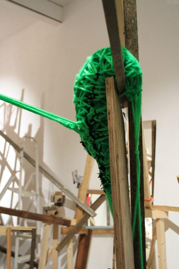 Greenys in der Inatallationsperformance von Simone Fezer & Kollektiv, Frappant Galerie Viktoriakaserne, Hamburg 2019